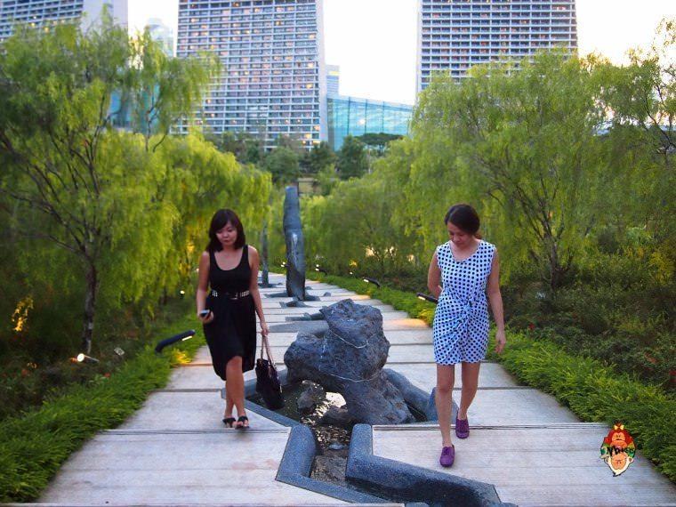 Walking around the Chinese Garden