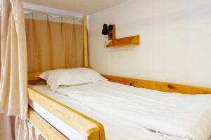 https://www.booking.com/hotel/cn/shanghai-blue-mountain-youth-hostel-luwan.html?aid=842692
