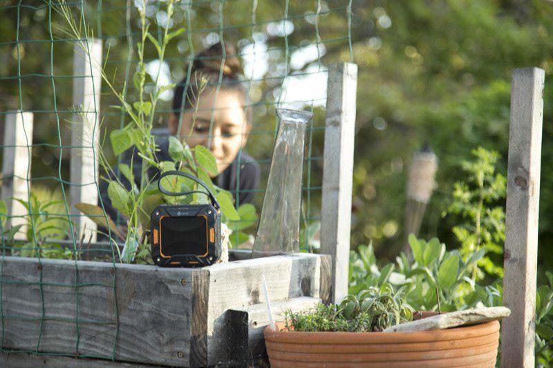 iClever Durable Speaker gardening