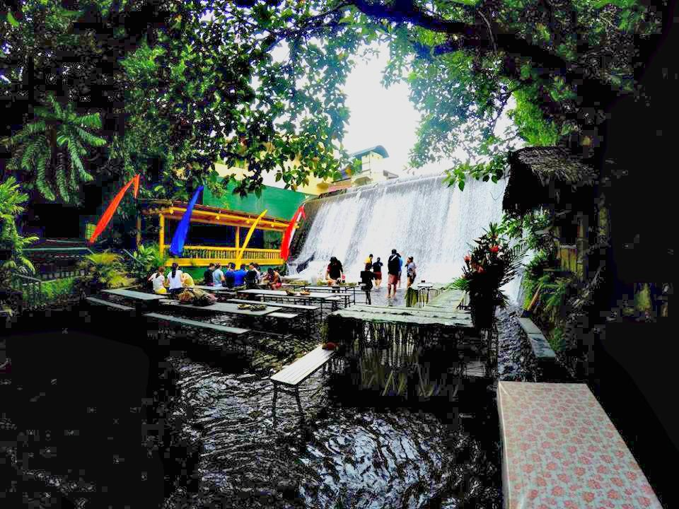 15 incredible places you 39 ll find in the province of laguna Villa escudero room pictures