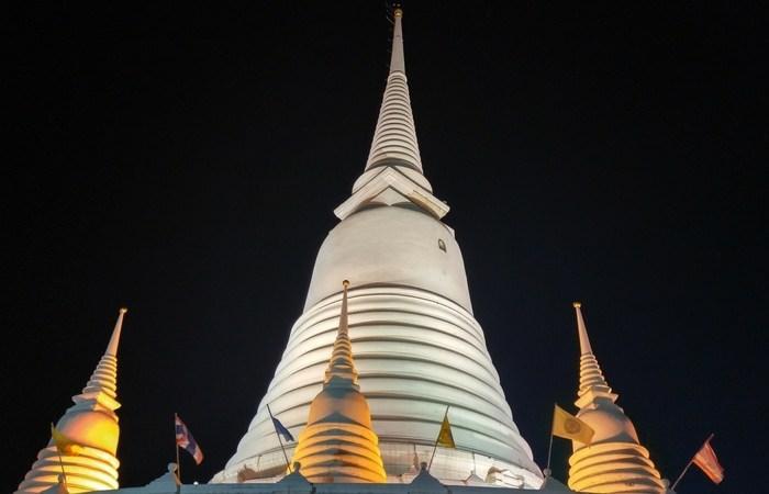 Exploring Bangkok, Thailand at Night on Tuktuk 8
