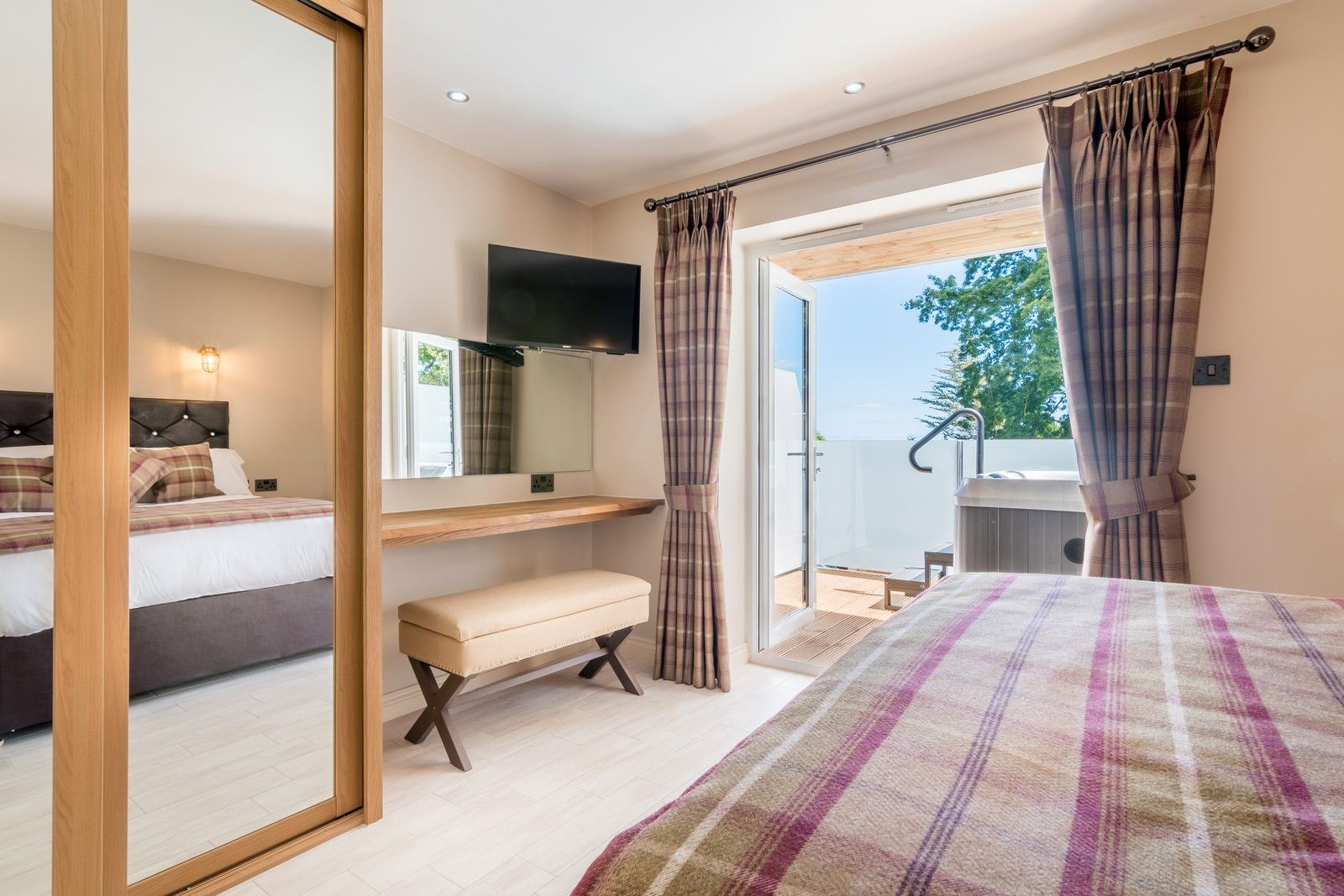 5 Reasons You Should Stay in the Luxurious and Outstanding Orestone Manor – Devon, Southwest England