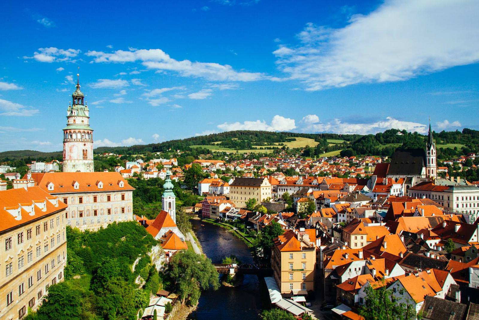 view-out-from-the-castle-over-cesky-krumlov