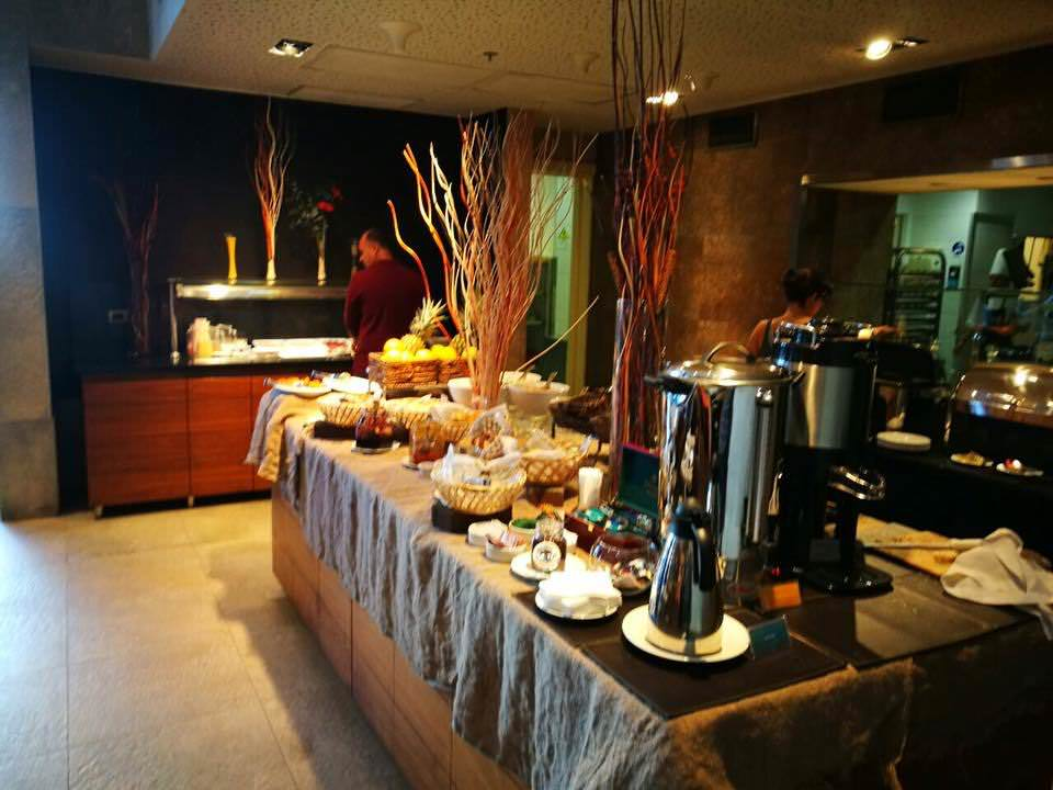 The Best Budget Hotel Near Santiago Airport - our Experience with Hilton Garden Inn