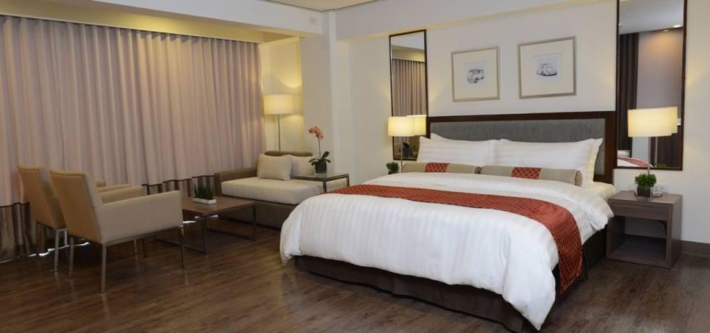 ultimate list of best luxury hotels in Naga Carmen Hotel