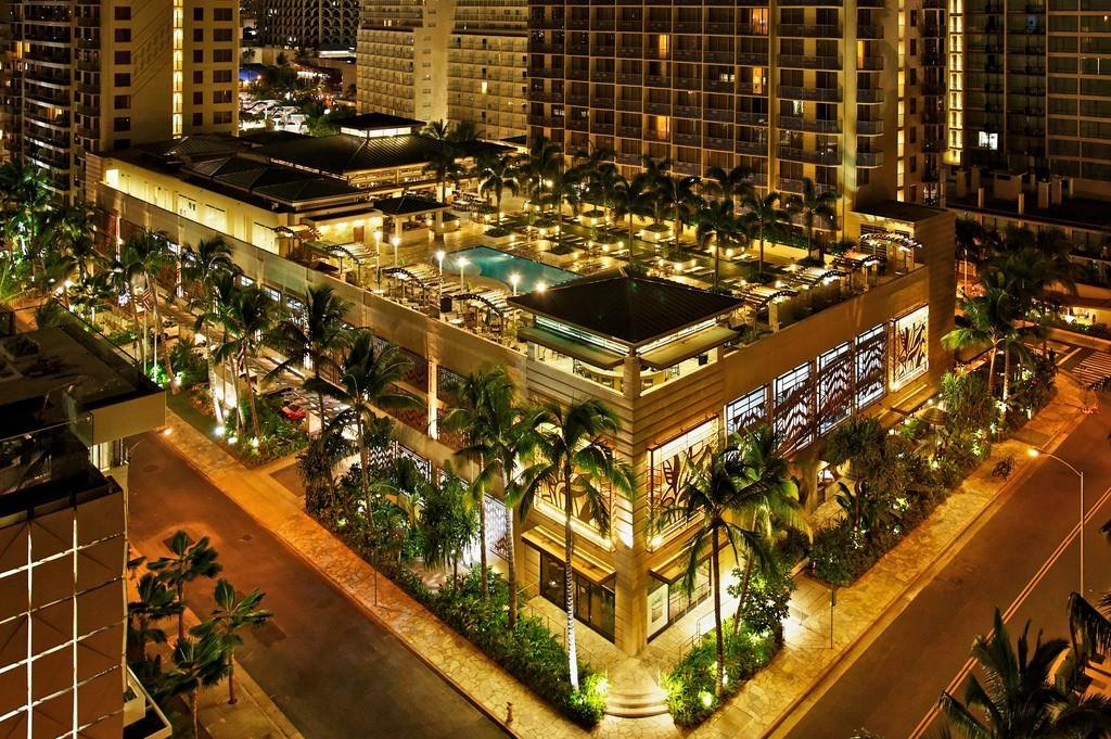 Ultimate List of Best Luxury Hotels in Honolulu, Hawaii, Embassy Suites Hotel Waikiki Beachwalk