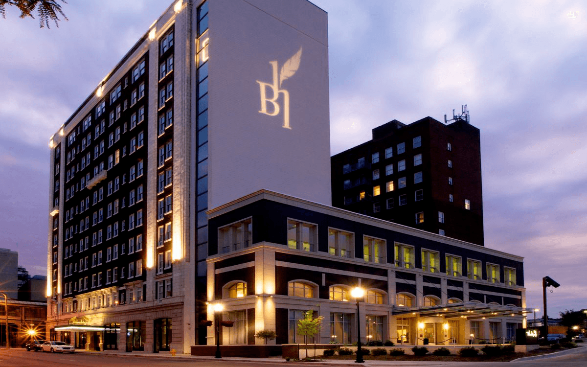 Ultimate List of Best Luxury Hotels in Iowa, USA Hotel Blackhawk Autograph Collection