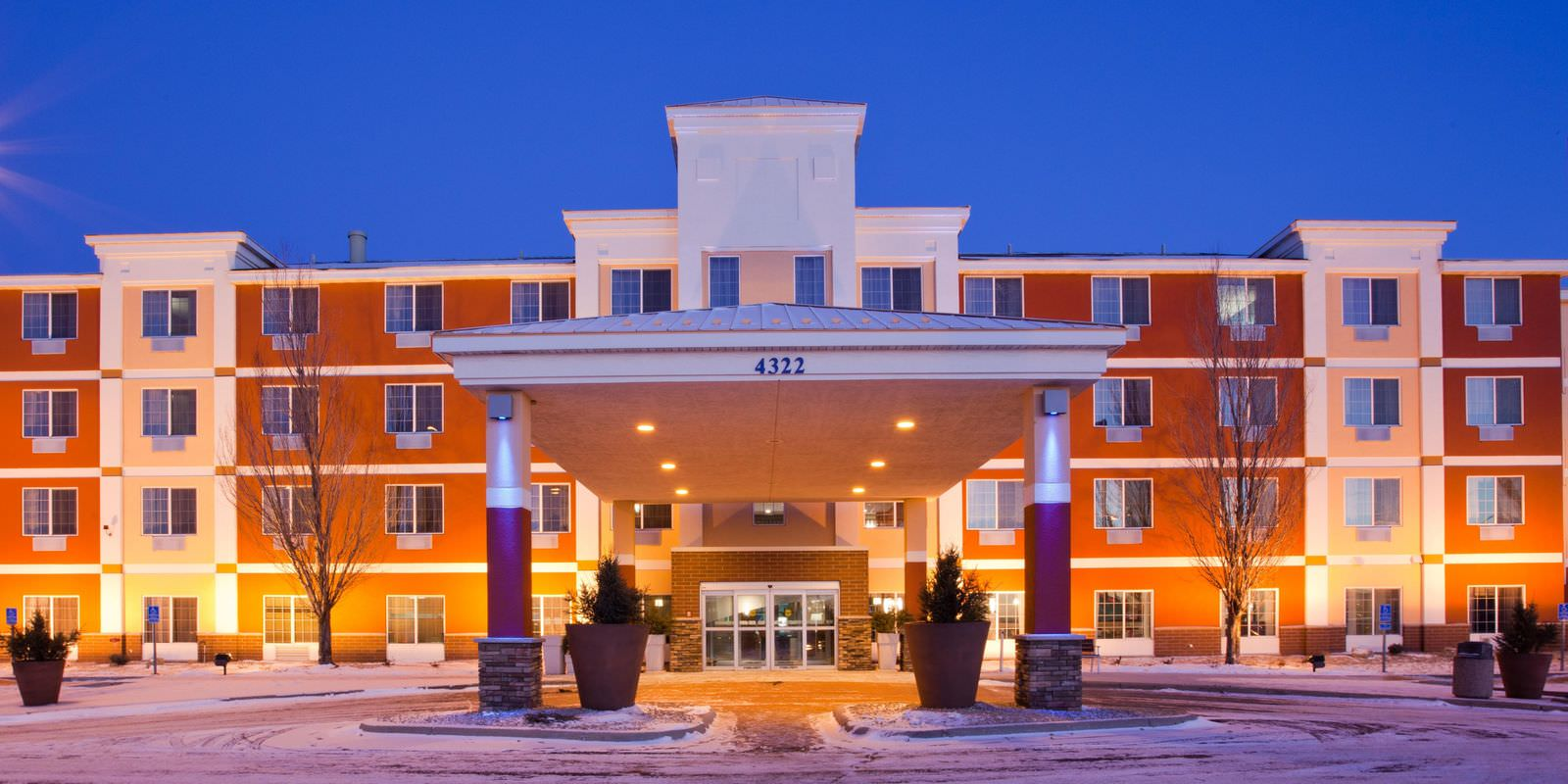 Ultimate List of Best Luxury Hotels in St. Cloud, Minnesota, Holiday Inn Express and Suites St. Cloud