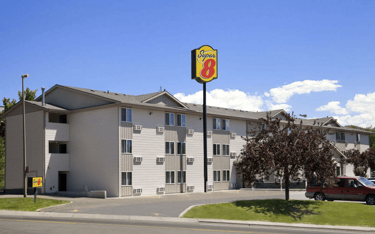 Ultimate List of Best Backpacker Hostels in Idaho, USA Super 8 Pocatello