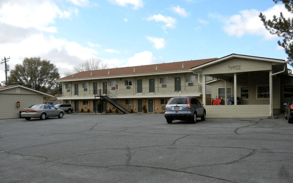 Ultimate List of Best Backpacker Hostels in Idaho, USA Thunderbird Motel Pocatello
