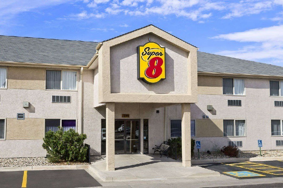 Ultimate List of Best Cheap Hostels for Backpackers in Colorado Springs, Colorado, Super 8 Colorado Springs Airport