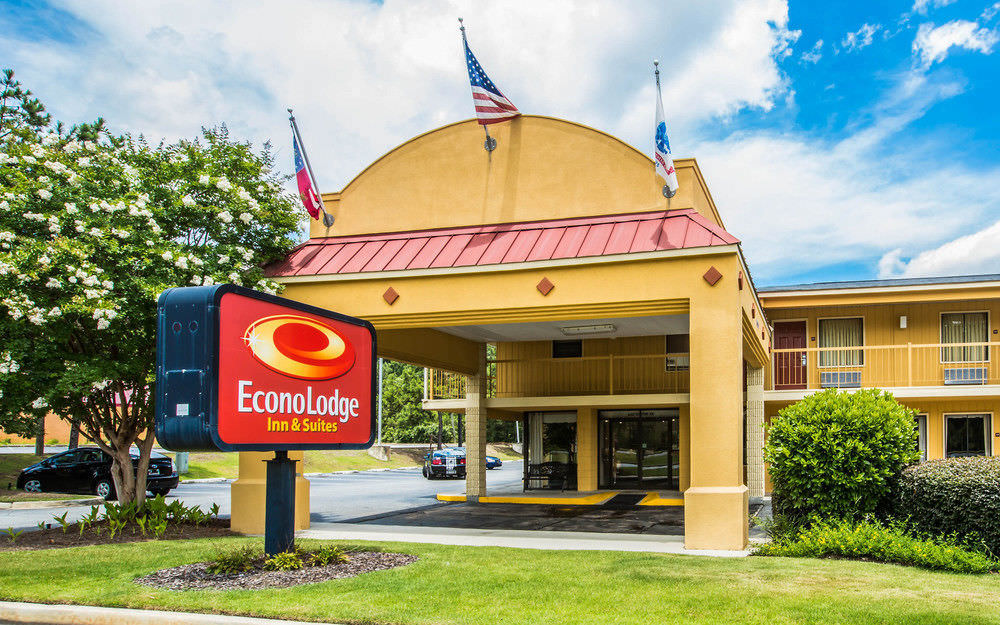 Ultimate List of Best Cheap Hostels for Backpackers in Columbus, Georgia, Econo Lodge Inn & Suites Columbus