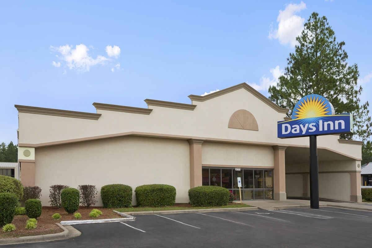 Ultimate List of Best Cheap Hostels for Backpackers in Fayetteville, Arkansas, Days Inn Fayetteville