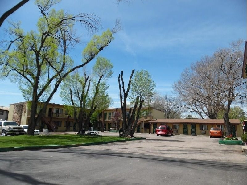 Ultimate List of Best Cheap Hostels for Backpackers in Fort Collins, Colorado, Budget Host Inn Fort Collins