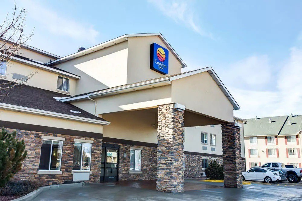 Ultimate List of Best Cheap Hostels for Backpackers in Greeley, Colorado, Comfort Inn Greeley