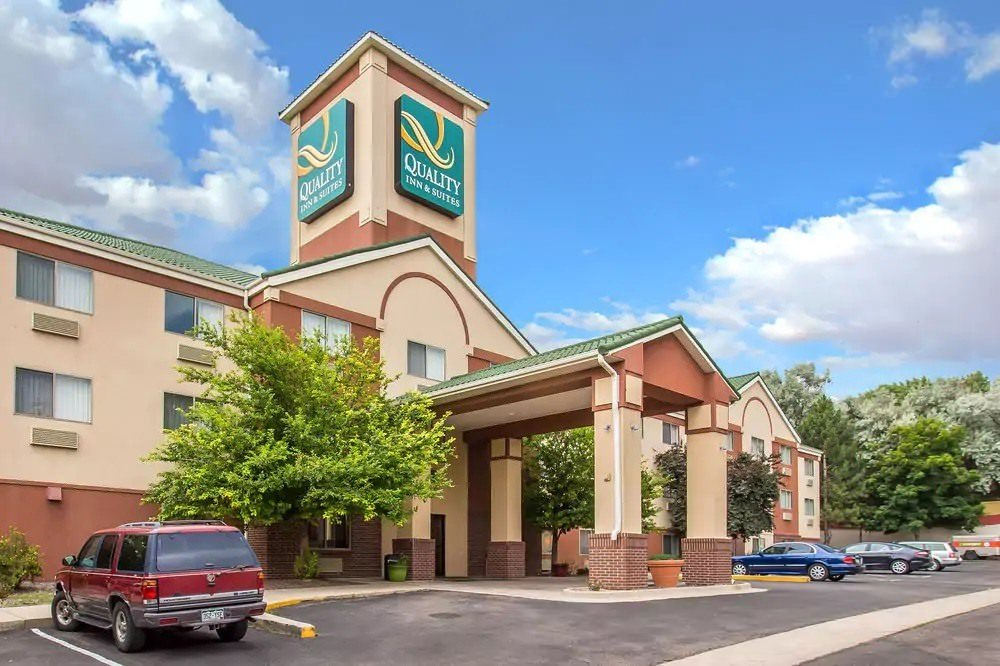 Ultimate List of Best Cheap Hostels for Backpackers in Lakewood, Colorado, Quality Inn and Suites Lakewood