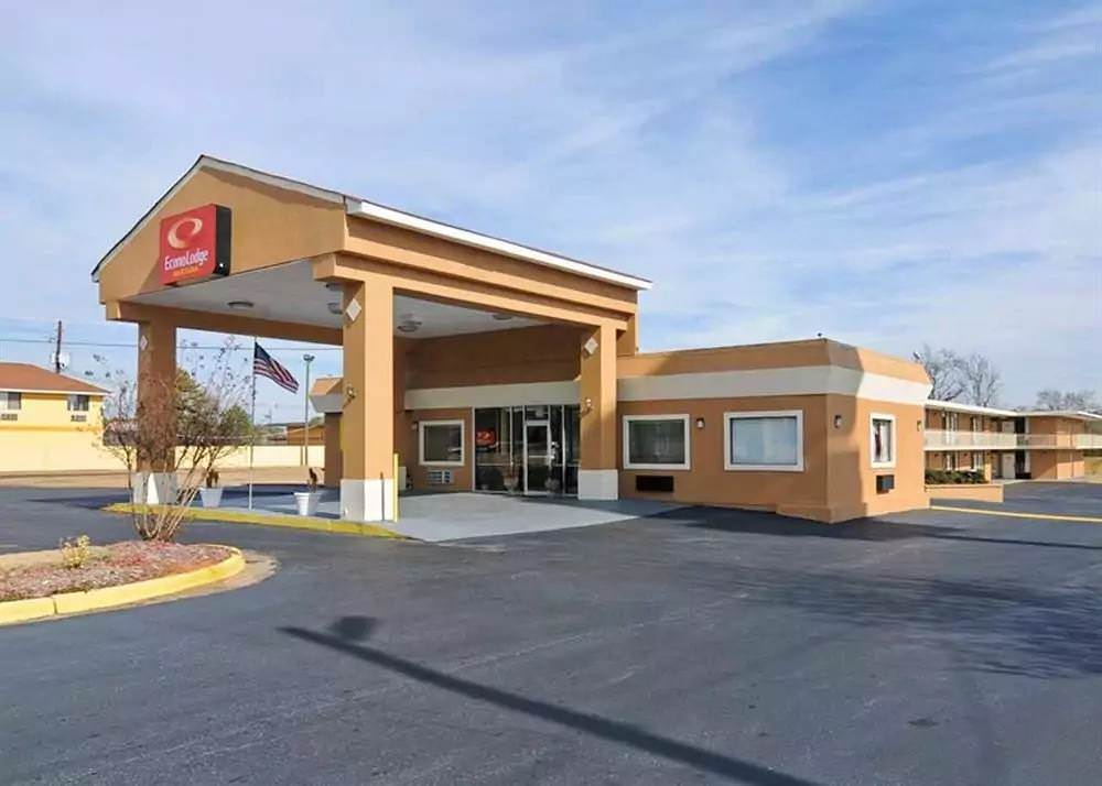 Ultimate List of Best Cheap Hostels for Backpackers in Macon, Georgia, Econo Lodge Macon