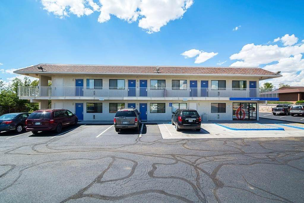 Ultimate List of Best Cheap Hostels for Backpackers in Pueblo, Colorado, Motel 6 Pueblo - I-25