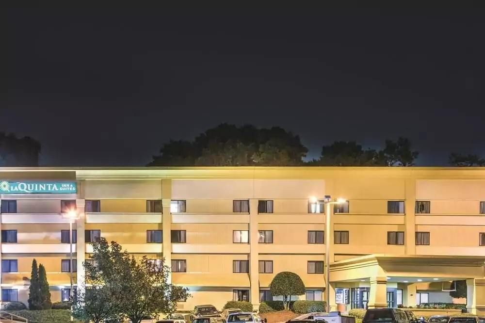 Ultimate List of Best Cheap Hostels for Backpackers in Roswell, Georgia, La Quinta Inn & Suites Atlanta Roswell