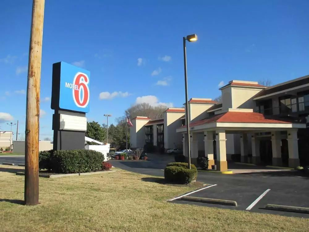 Ultimate List of Best Cheap Hostels for Backpackers in Seaford City, Delaware, Motel 6 Seaford