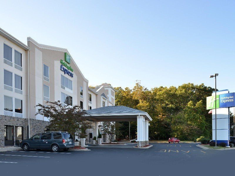 Ultimate List of Best Cheap Hostels for Backpackers in Seaford City, Holiday Inn Express Seaford