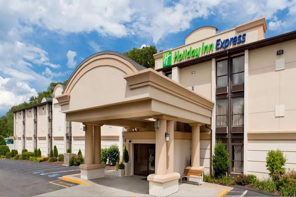 Ultimate List of Best Cheap Hostels for Backpackers in Southington, Connecticut, Holiday Inn Express Southington