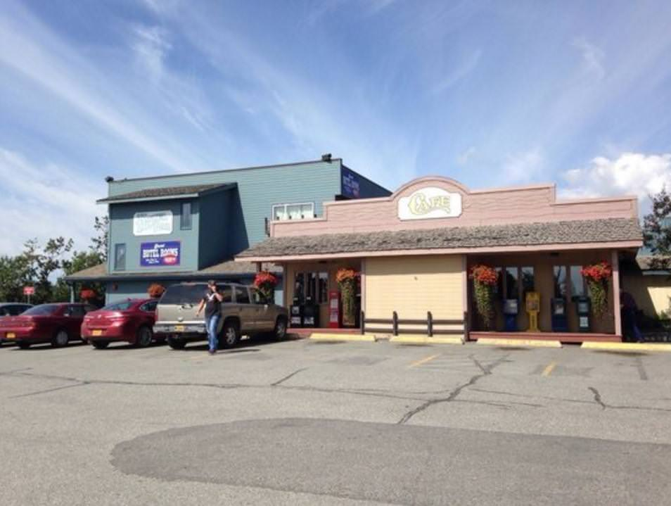 Ultimate List of Best Cheap Hostels for Backpackers in Wasilla, Alaska, Windbreak Cafe