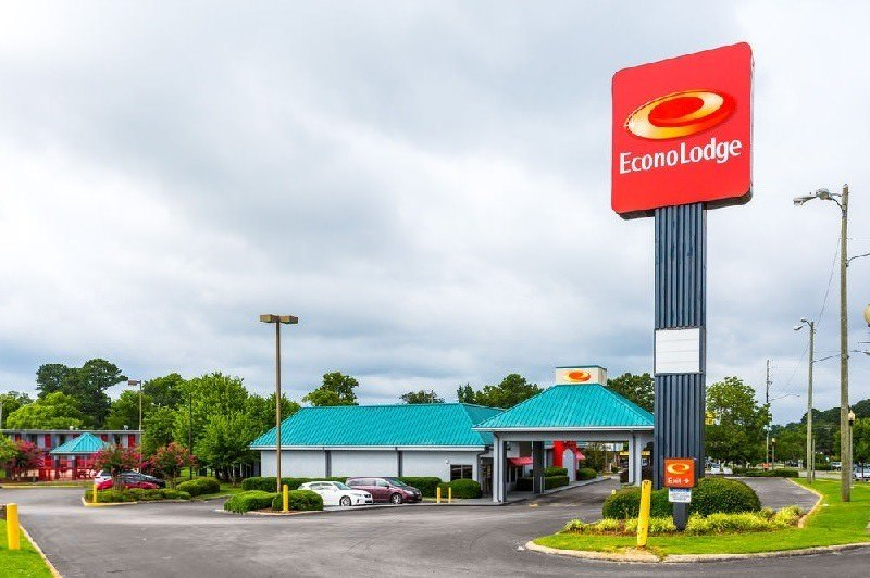 Ultimate List of Best Cheap Hostels in Birmingham, Alabama, Econo Lodge Oxmoor