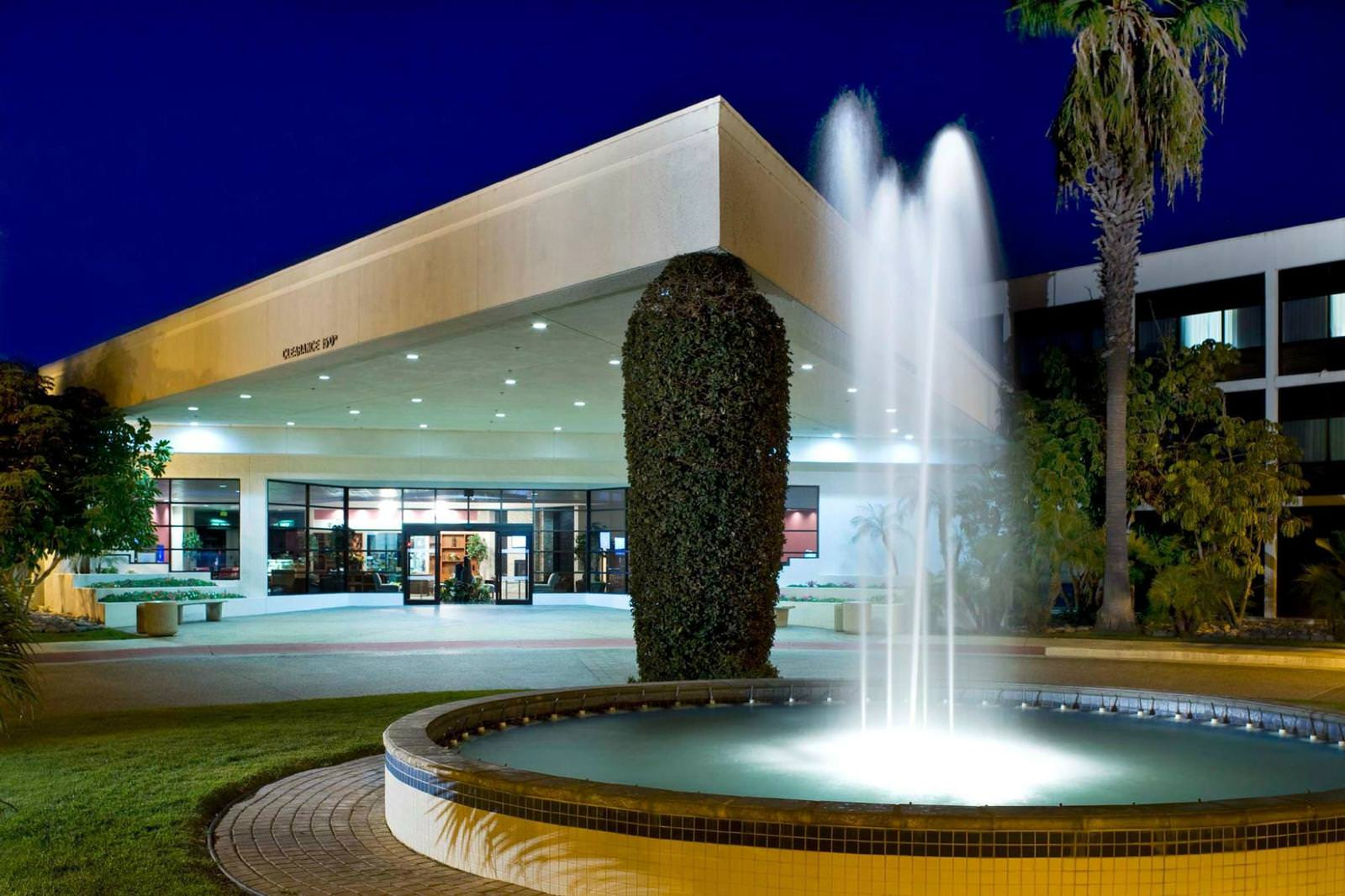 Ultimate List of Best Luxury Hotels in California, Four Points by Sheraton San Diego SeaWorld