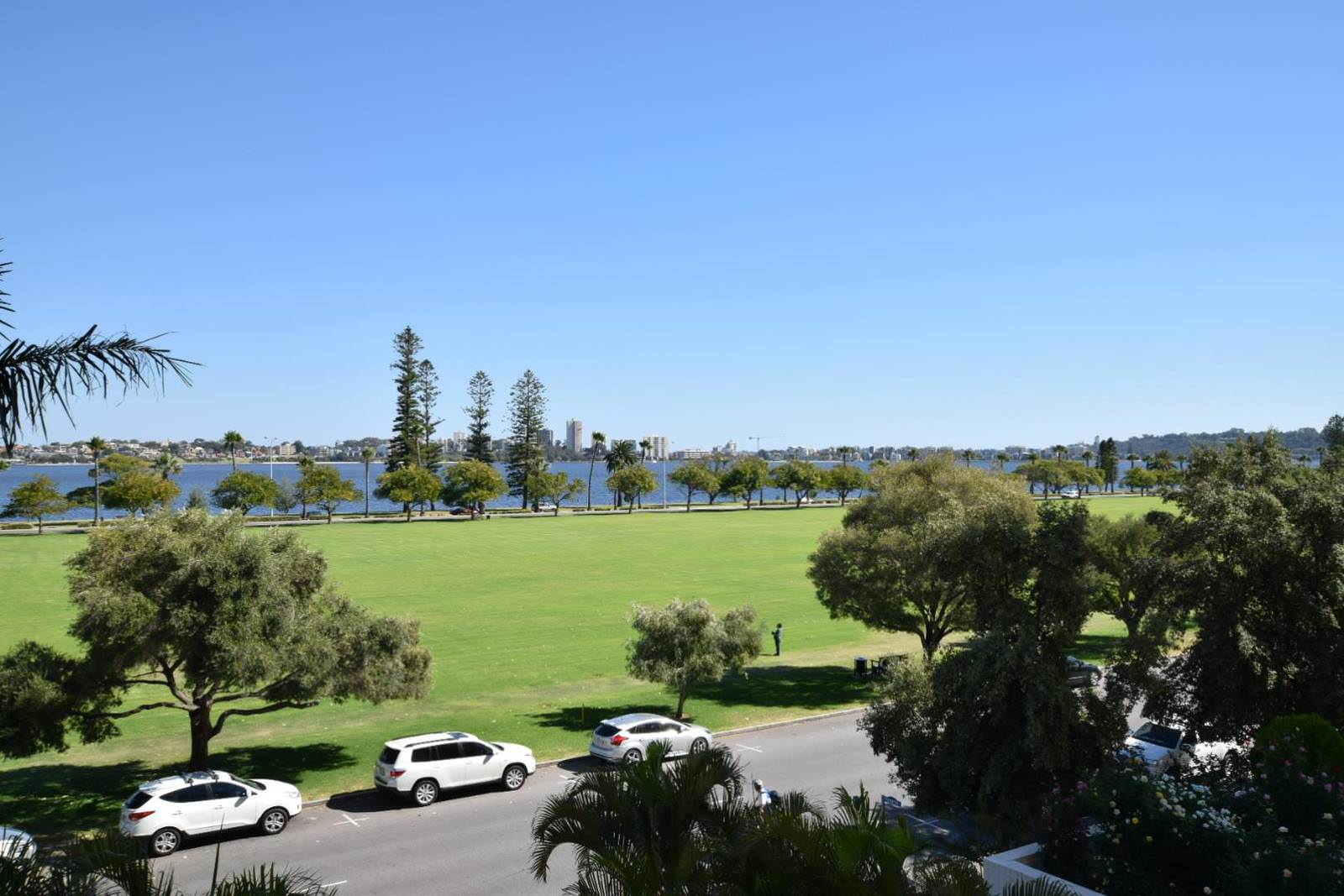 Crowne Plaza Perth A Wonderful Hotel Experience Enhanced by an Expected Reunion View
