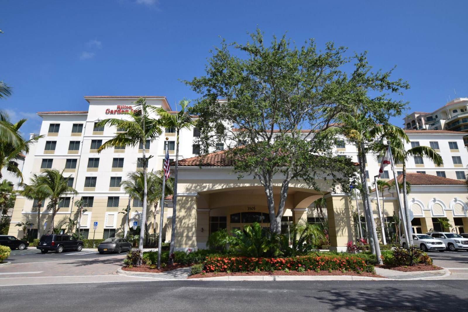 Hilton Garden Inn Palm Beach Gardens Outside