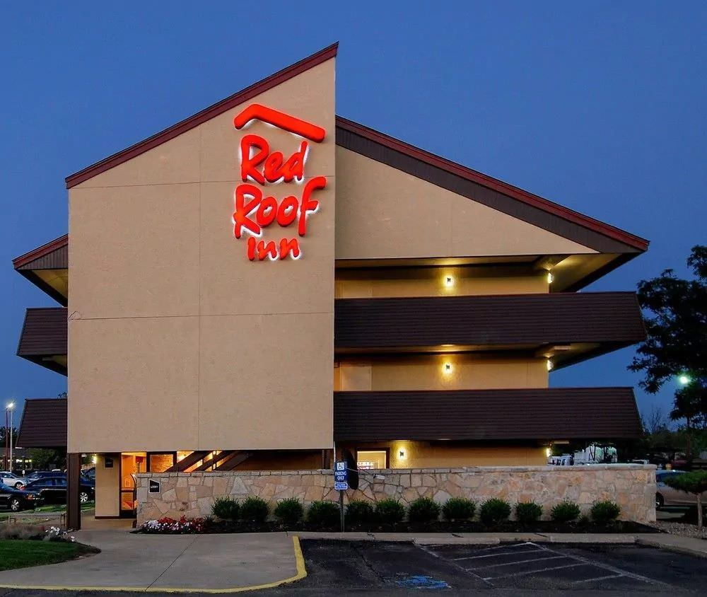 Ultimate List of Best Cheap Hostels for Backpackers in Akron, Ohio, Red Roof Inn Akron