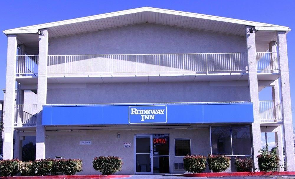 Ultimate List of Best Cheap Hostels for Backpackers in Albuquerque, New Mexico, Rodeway Inn