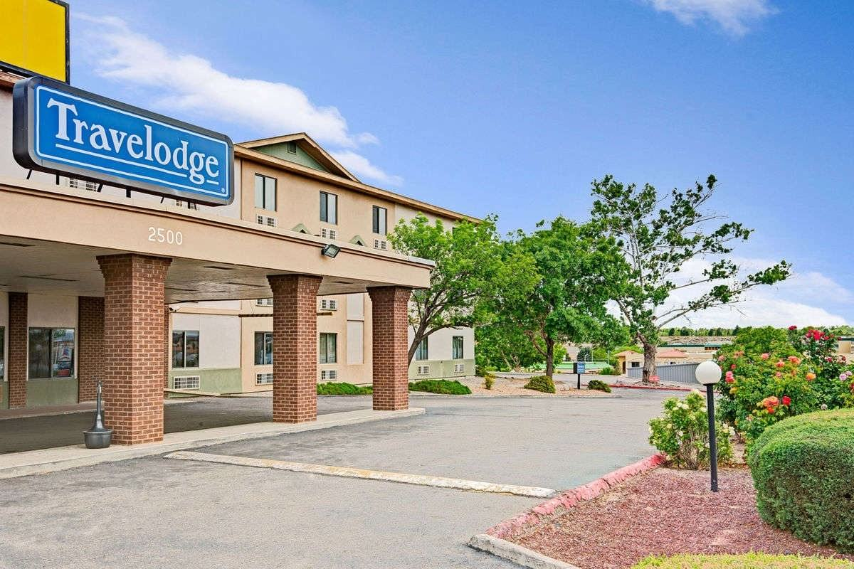 Ultimate List of Best Cheap Hostels for Backpackers in Albuquerque, New Mexico, Travelodge Albuquerque Midtown