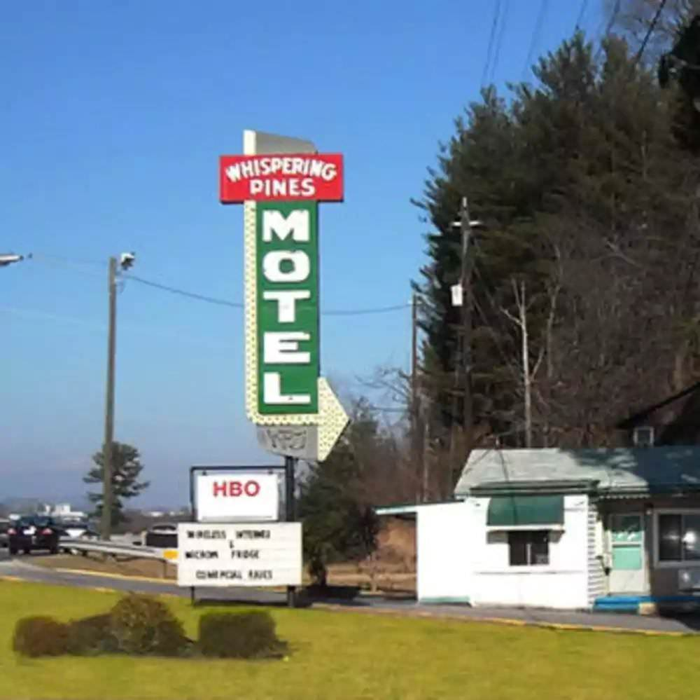 Ultimate List of Best Cheap Hostels for Backpackers in Asheville, North Carolina, Whispering Pines Motel - Asheville