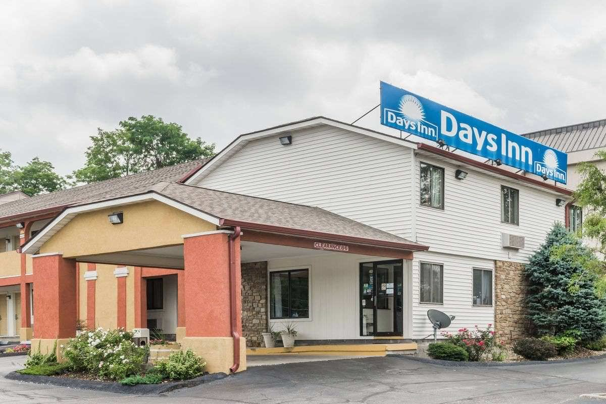 Ultimate List of Best Cheap Hostels for Backpackers in Bloomington, Indiana, Days Inn Bloomington