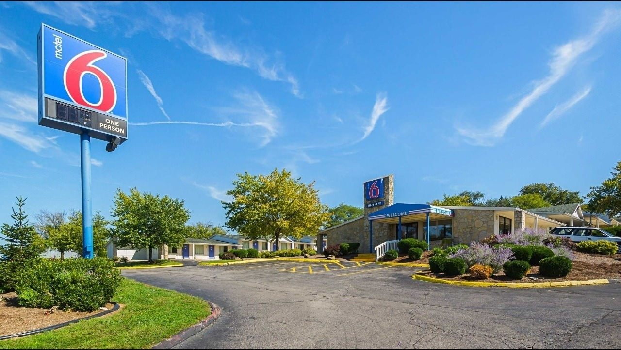 Ultimate List of Best Cheap Hostels for Backpackers in Bloomington, Indiana, Motel 6 Bloomington Indiana University