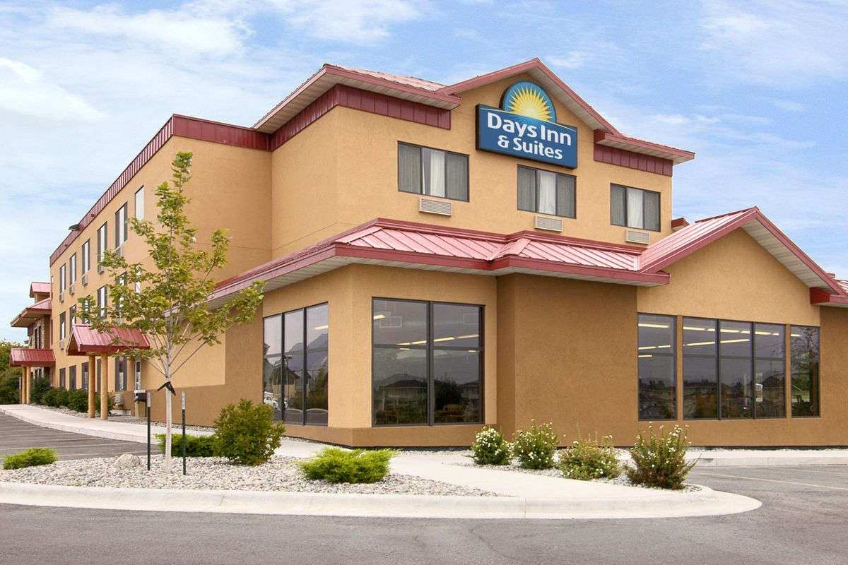 Ultimate List of Best Cheap Hostels for Backpackers in Bozeman city, Montana, Days Inn and Suites Bozeman