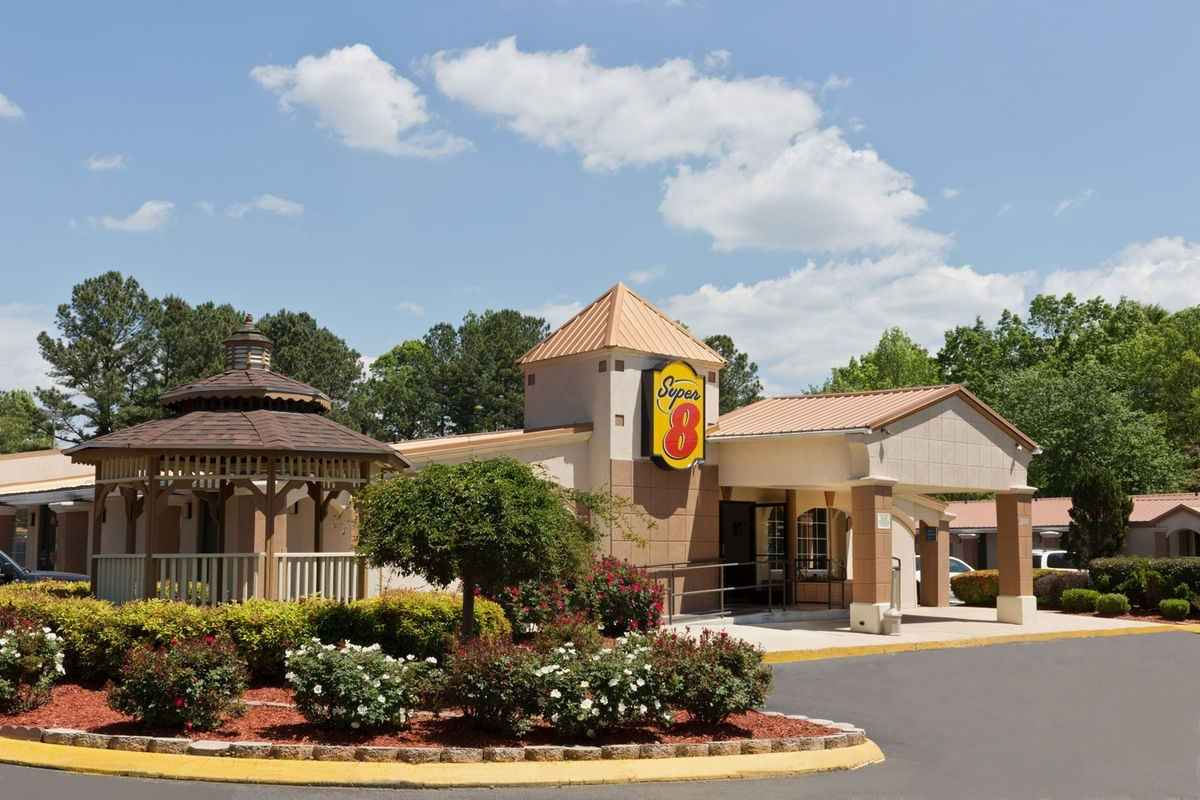 Ultimate List of Best Cheap Hostels for Backpackers in Charlotte City, North Carolina, Super 8 - Charlotte Airport