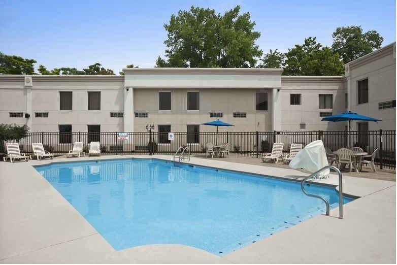 Ultimate List of Best Cheap Hostels for Backpackers in Cincinnati, Ohio, Days Inn Cincinnati