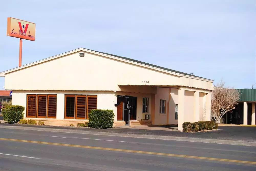 Ultimate List of Best Cheap Hostels for Backpackers in Clovis, New Mexico, La Vista Inn