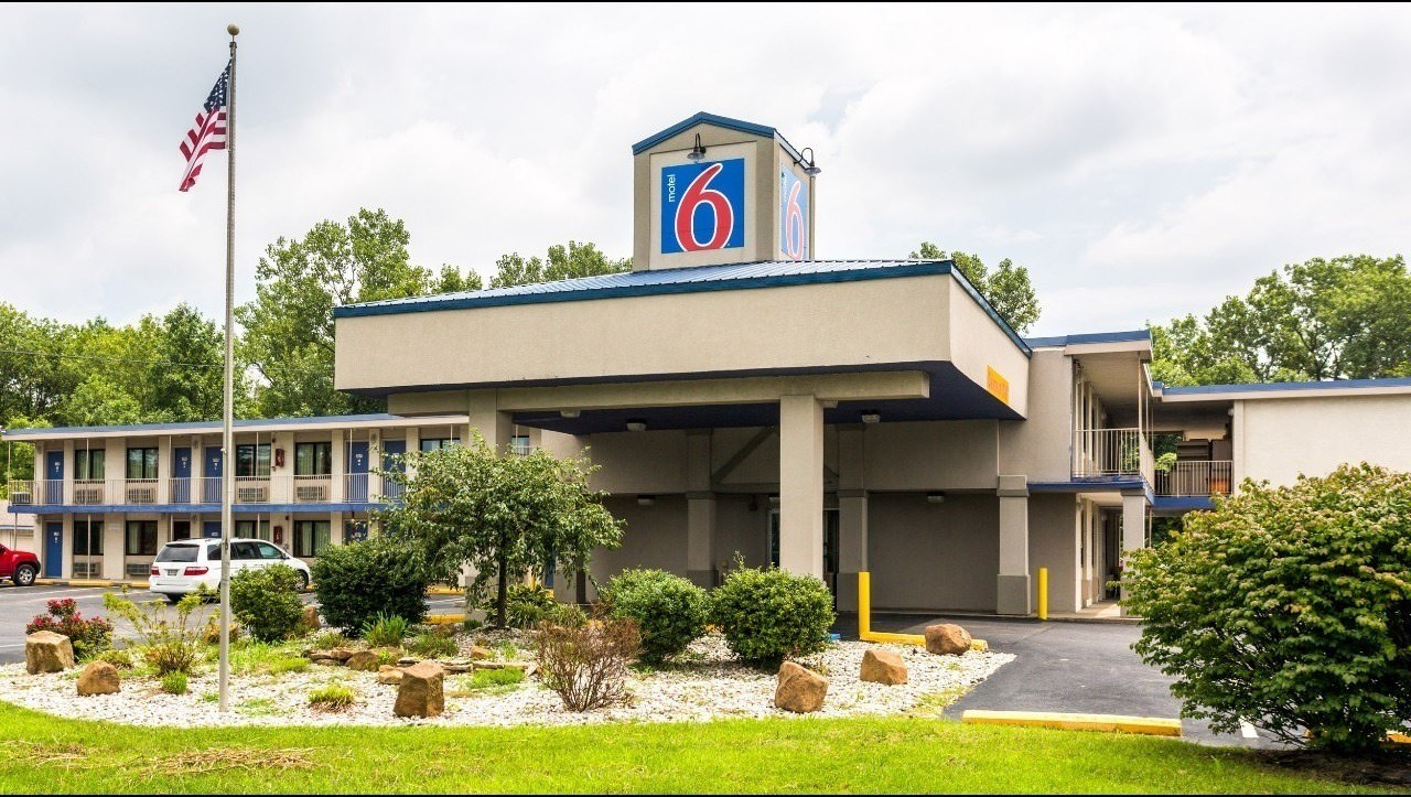 Ultimate List of Best Cheap Hostels for Backpackers in Evansville, Indiana, Motel 6 Evansville