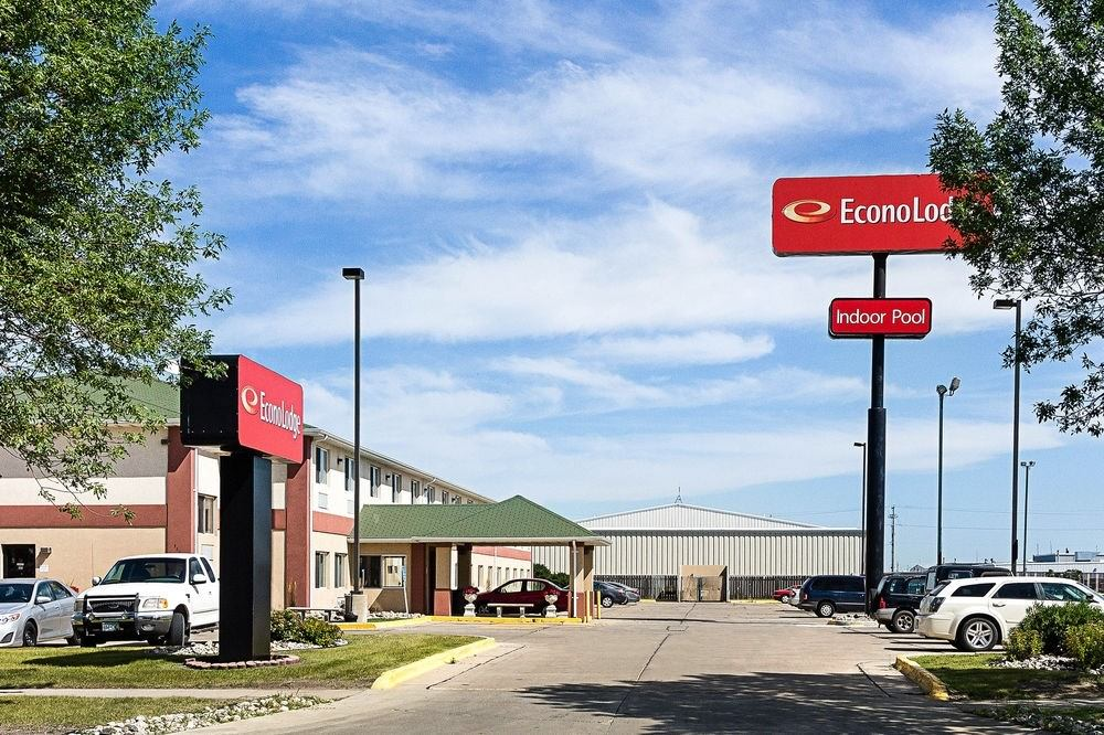 Ultimate List of Best Cheap Hostels for Backpackers in Fargo City, North Dakota, Econo Lodge West Fargo