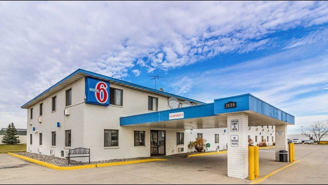Ultimate List of Best Cheap Hostels for Backpackers in Fargo City, North Dakota, Motel 6 Fargo- South
