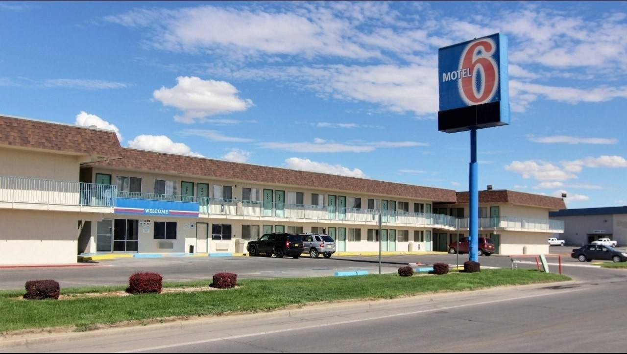 Ultimate List of Best Cheap Hostels for Backpackers in Farmington, New Mexico, Motel 6 Farmington