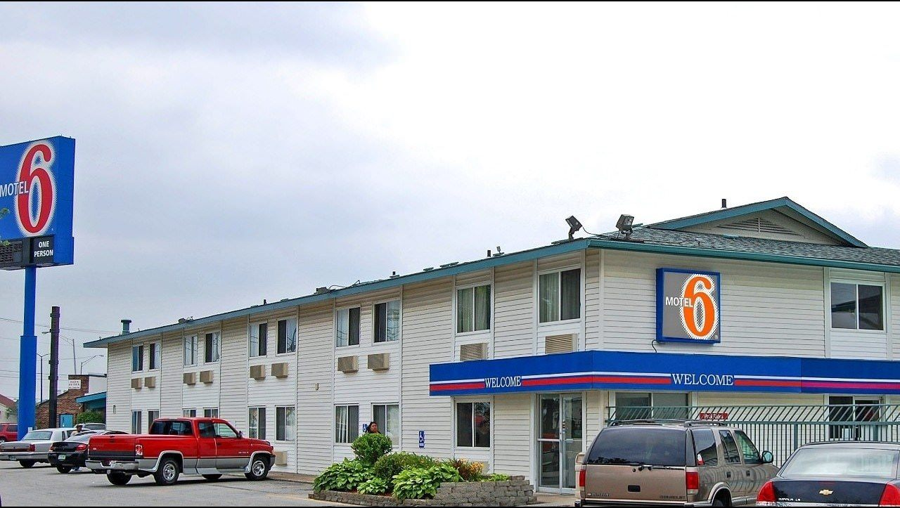 Ultimate List of Best Cheap Hostels for Backpackers in Fort Wayne, Indiana, Motel 6 Fort Wayne