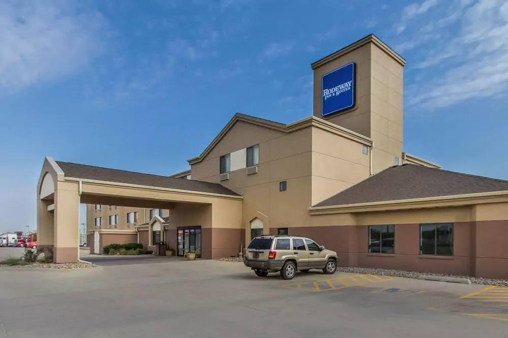 Ultimate List of Best Cheap Hostels for Backpackers in Fremont CIty, Nebraska, Rodeway Inn Fremont