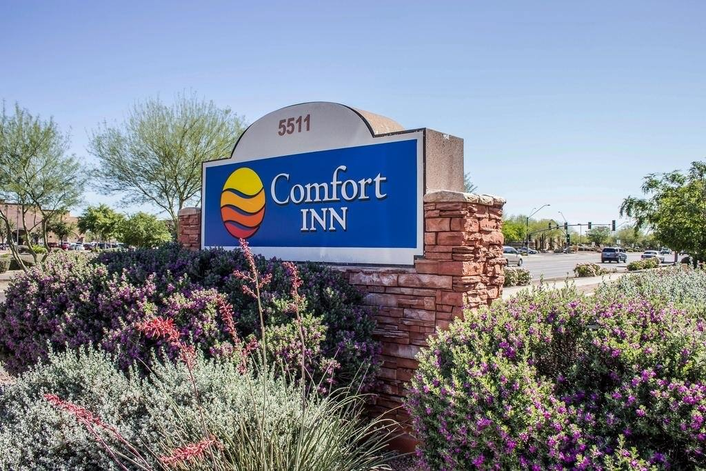 Ultimate List of Best Cheap Hostels for Backpackers in Glendale, Arizona, Comfort Inn and Suites at Talavi Glendale