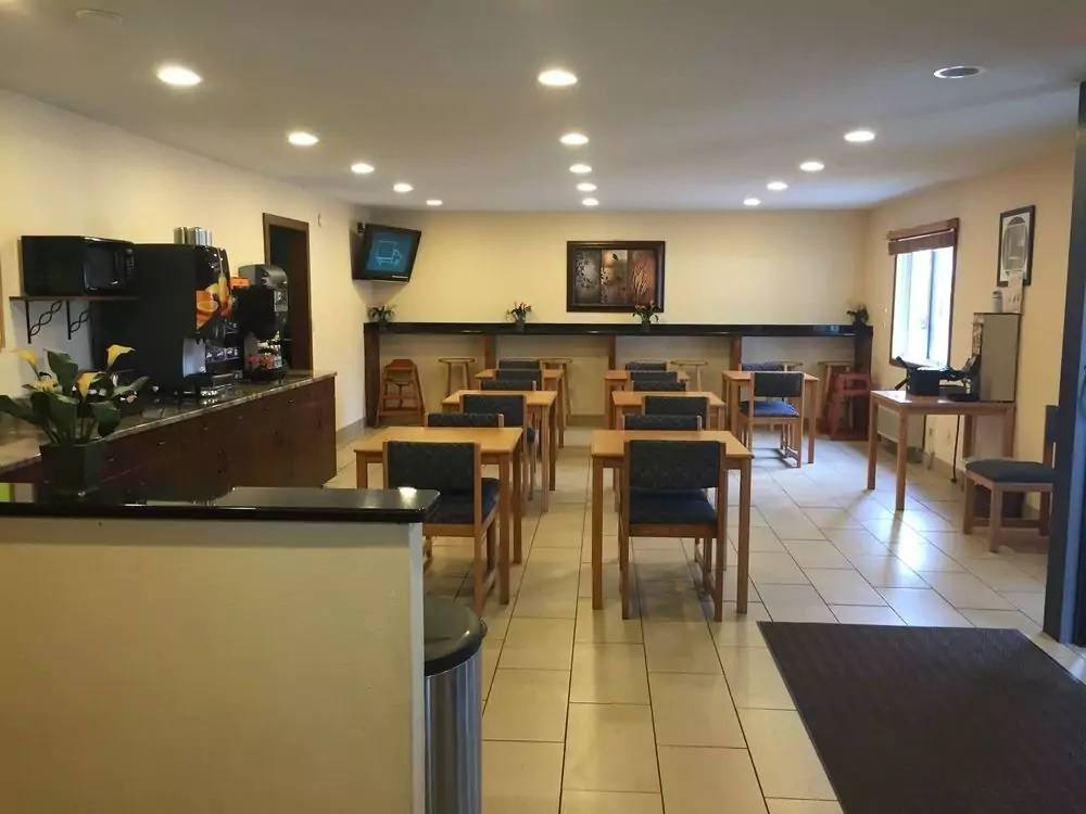 Ultimate List of Best Cheap Hostels for Backpackers in Grand Forks City, North Dakota, Americas Best Value Inn Grand Forks