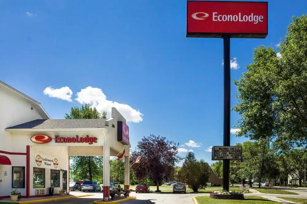 Ultimate List of Best Cheap Hostels for Backpackers in Grand Forks City, North Dakota, Econo Lodge Hotel Grand Forks